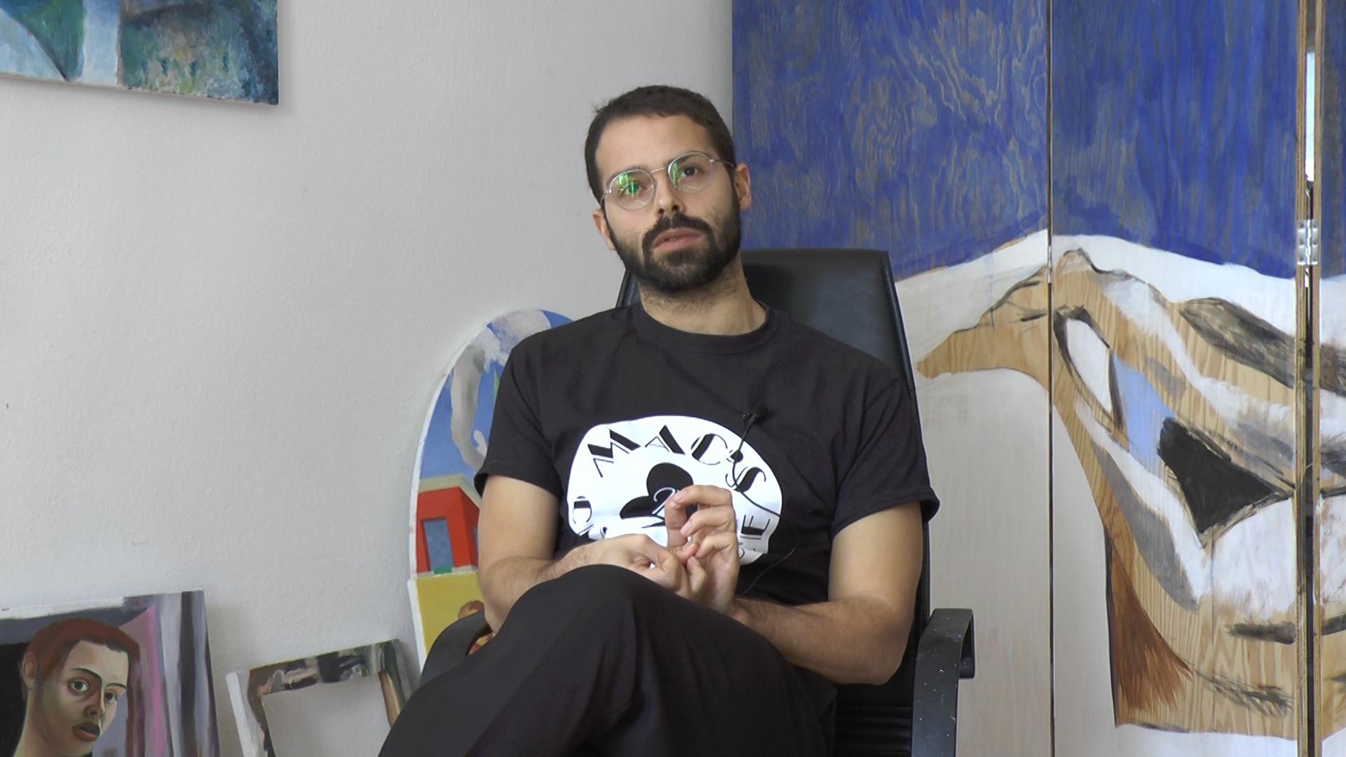 L'artista Giovanni Copelli nel suo studio a Reggio Emilia